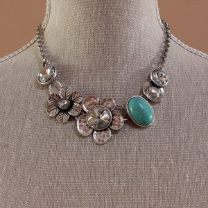 Vintage glam metal and flower design necklace
