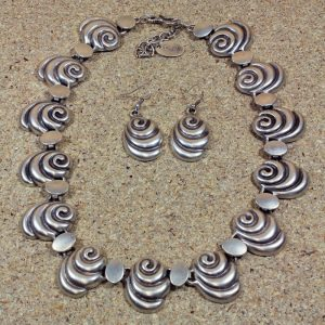 Shelly Necklace and Earring set
